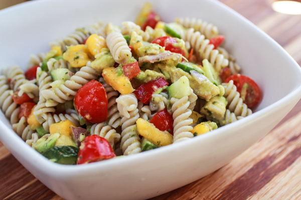 Rainbow Pasta Salad- all fresh ingredients!– I via veggiechick.com I #vegetarian #vegan #cleaneating