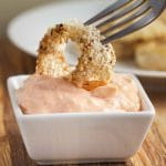 Crunchy Baked Onion Rings with Spicy Mayo via veggiechick.com #vegan