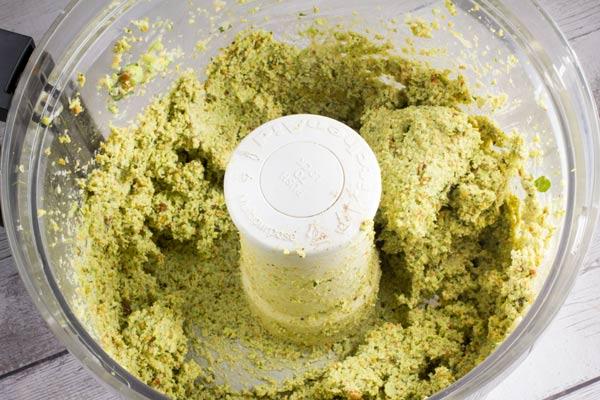 Super Easy Edamame Pistachio Hummus via veggiechick.com #gluten free #vegan