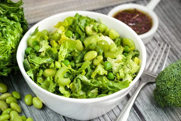 Lean Green Salad with Olive-Greek Dressing via veggiechick.com #vegan #glutenfree