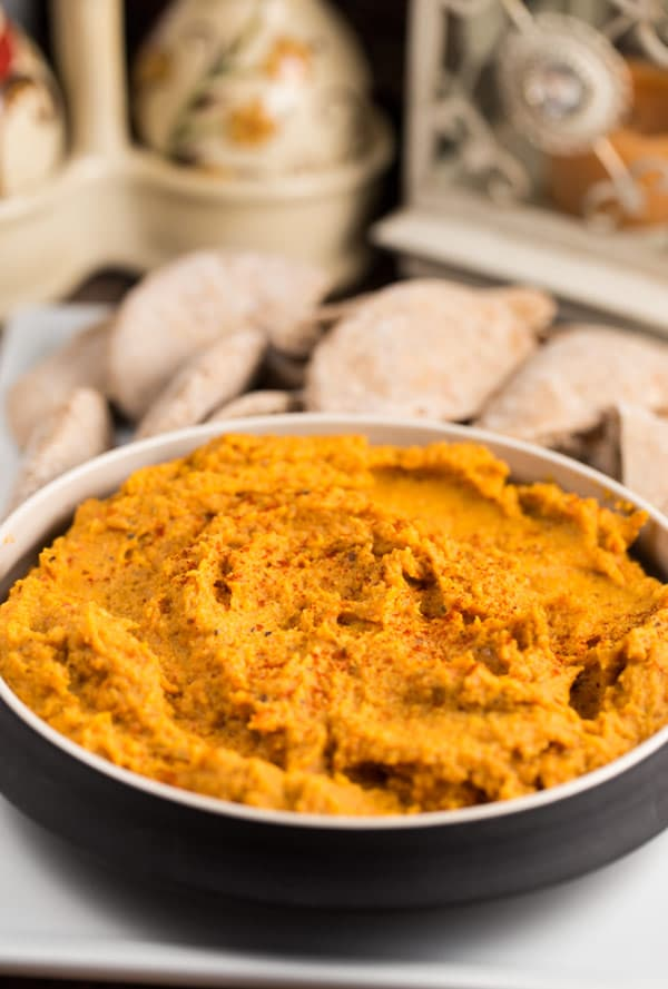 Sweet Potato and Roasted Red Pepper Hummus | via veggiechick.com #vegan #glutenfree
