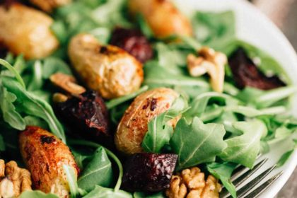 Roasted Potato Beet Salad | via veggiechick.com #vegan #glutenfree