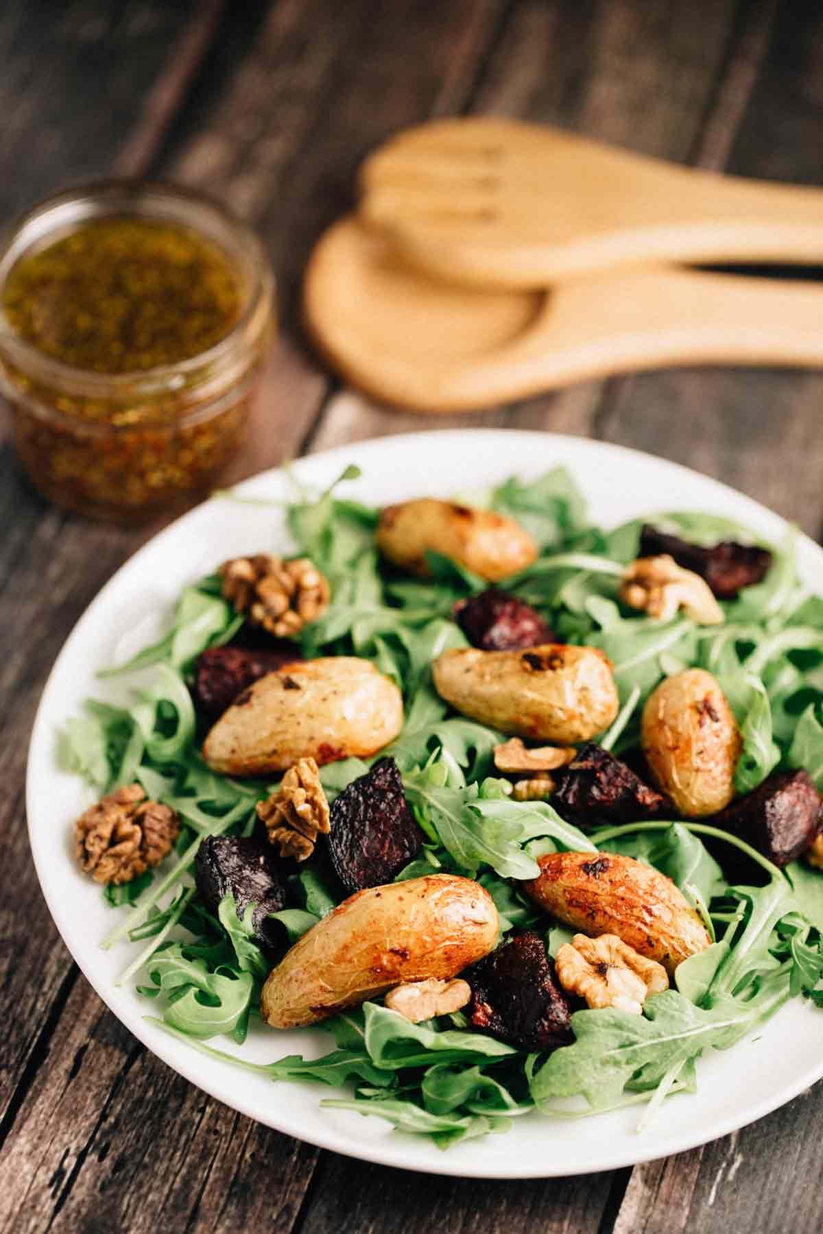 Roasted Potato Beet Salad | via veggiechick.com #vegan #glutenfree