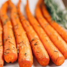 Sweet Rosemary Roasted Carrots |via veggiechick.com #vegan #glutenfree