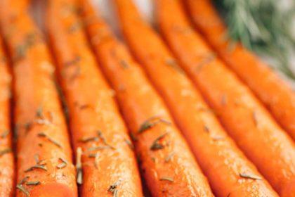 Sweet Rosemary Roasted Carrots |via veggiechick.com #vegan #glutenfree