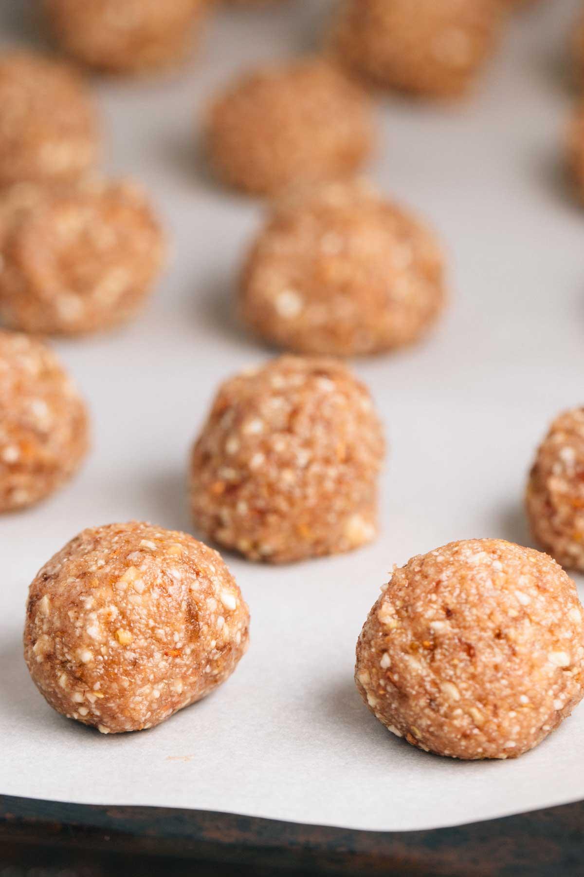 Raspberry Nut Truffles | via veggiechick.com #vegan #glutenfree
