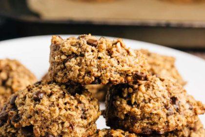 Chocolate Chip Banana Cookies | via veggiechick.com #vegan #glutenfree