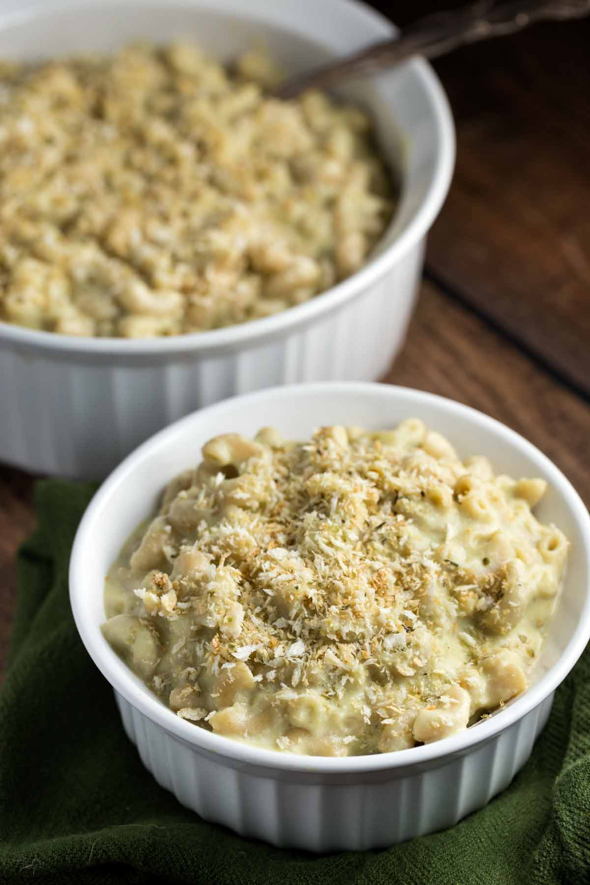 Green Chile Mac and Cheese | via veggiechick.com #vegan #oilfree