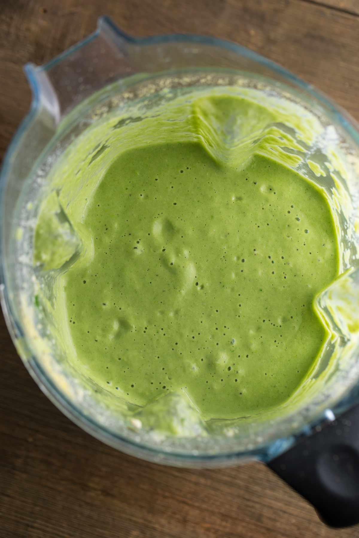 Asparagus Spinach Soup | via veggiechick.com #vegan #glutenfree #oilfree
