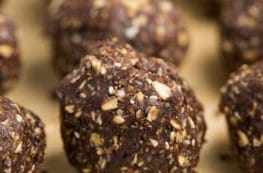 Cinnamon Almond Date Bites | via veggiechick.com #vegan #glutenfree