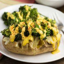 Spicy Baked Potato with Broccoli and Vegan Queso | via veggiechick.com #vegan #glutenfree