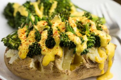 Spicy Baked Potato with Broccoli and Vegan Queso | via veggiechick.com #vegan #glutenfree