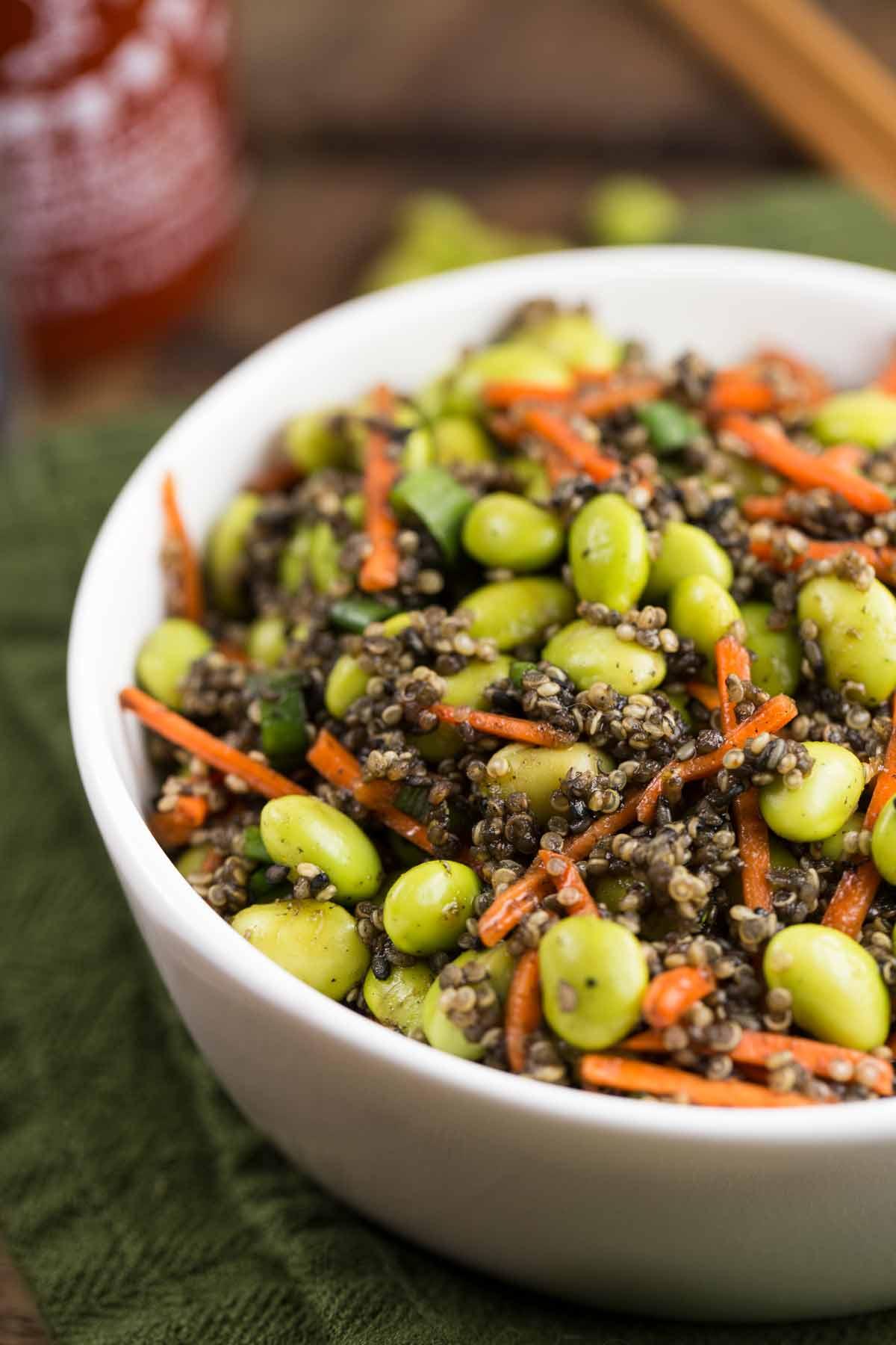 Edamame Sesame Quinoa Salad | via veggiechick.com #vegan #glutenfree #oilfree