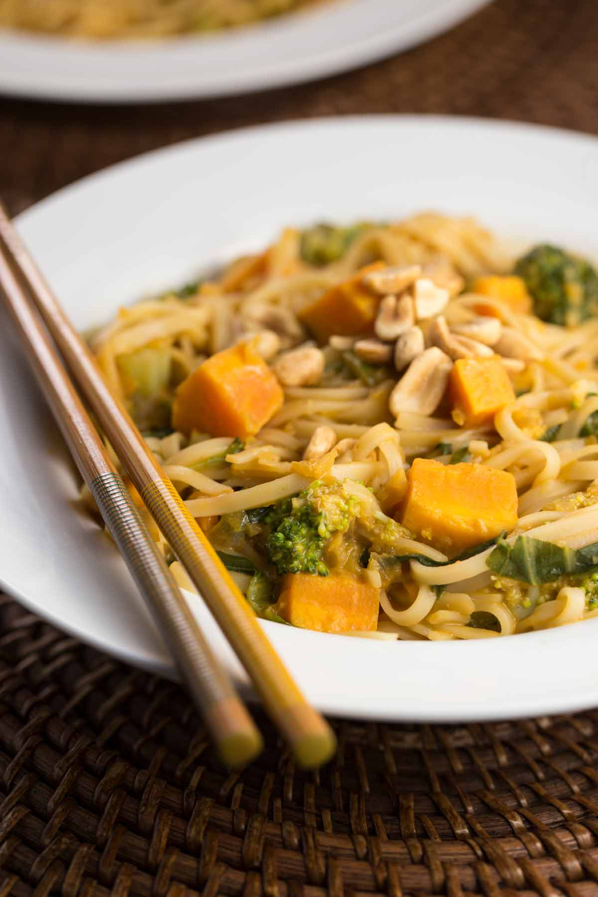 Sweet Potato Noodle Bowl with Peanut Sauce | via veggiechick.com #vegan #glutenfree #oilfree