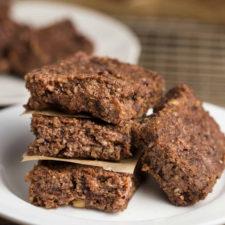 Cherry-Date Raw Bars | via veggiechick.com #vegan #glutenfree Only 6 ingredients, oil-free and sugar-free.