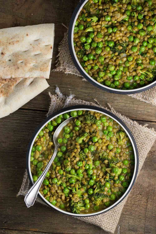 One Pot Curried Lentils with English Peas | via veggiechick.com #vegan #oilfree
