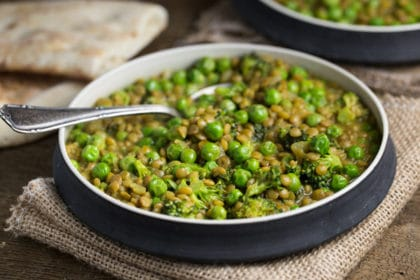 One Pot Curried Lentils with English Peas | via veggiechick.com #vegan #oilfree