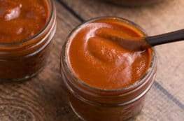 Sweet & Spicy BBQ Sauce | via veggiechick.com #vegan