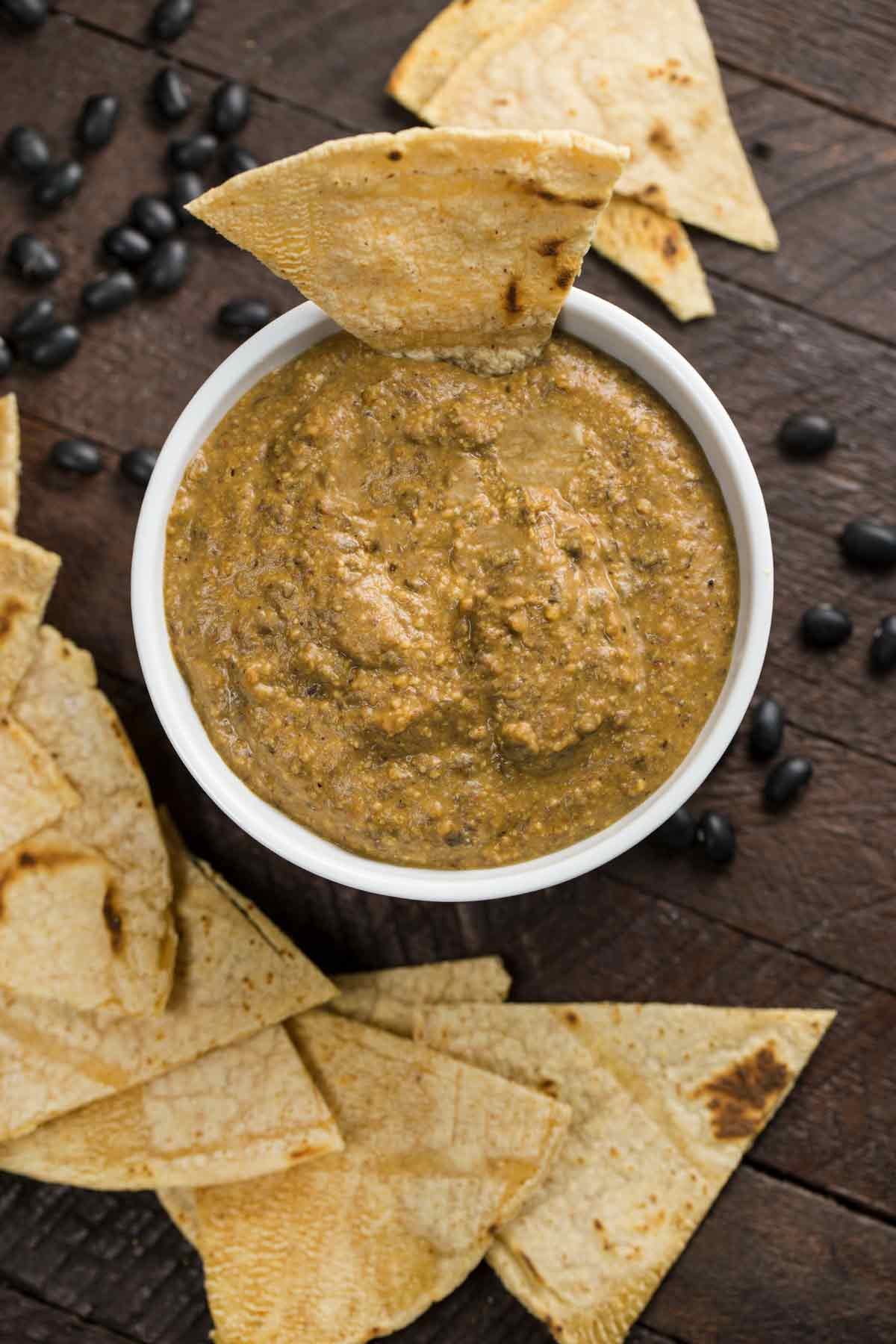 5-minute Black Bean Dip (no cooking required) | via veggiechick.com #vegan #oilfree