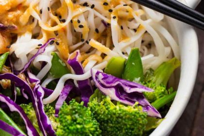 EASY Cold Noodle Salad with Miso-Peanut Sauce | veggiechick.com #glutenfree #vegan