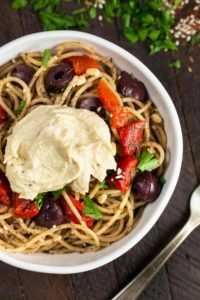Za'atar Pasta with Hummus | via veggiechick.com #vegan #oilfree