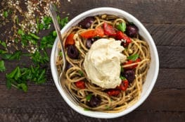 Za'atar Pasta with Hummus | via veggiechick.com #vegan #oilfree