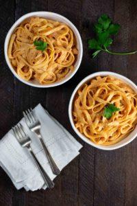 Sun-dried Tomato White Wine Alfredo Pasta   via veggiechick.com #oilfree #vegan