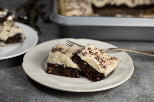 Raw Brownies with Cream Cheese Ganache (No Bake, Vegan) | via veggiechick.com