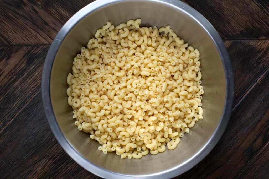 A bowl of cooked macaroni noodles.